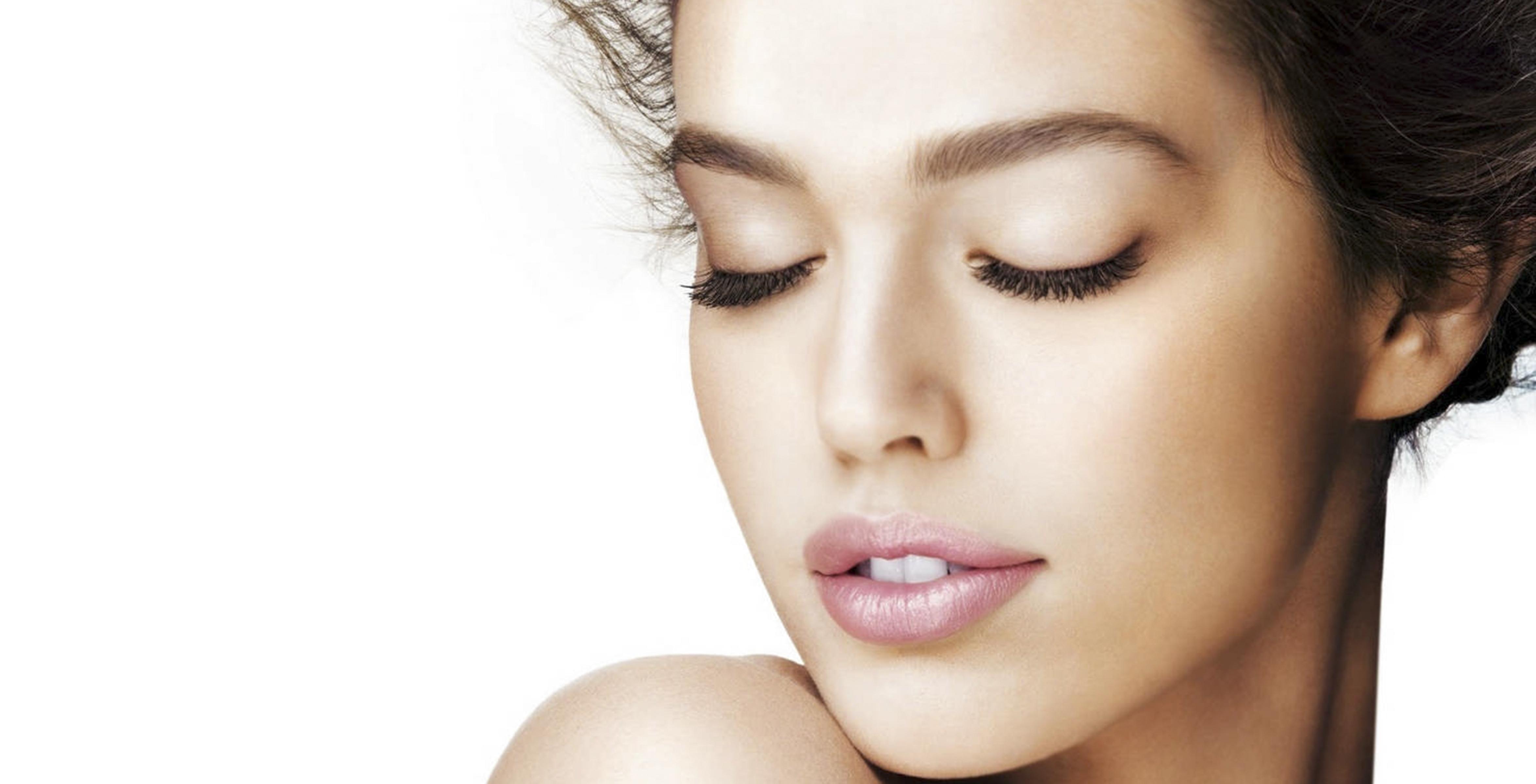 brunettes_women_models__faces 4700 2400.jpg